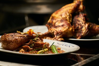 cooked-chicken-on-white-plate-2673353.jpg