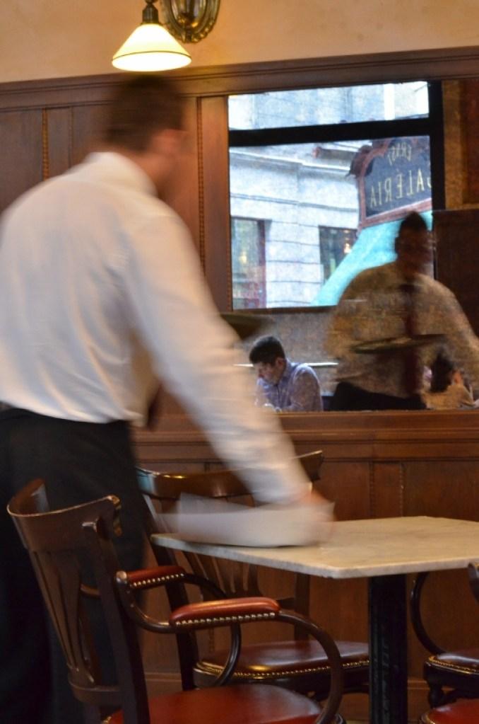 Le serveur du cafe central