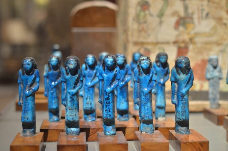 Les statuettes bleues