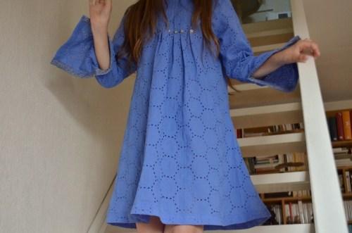Robe romantique en broderie anglaise couleur lavande