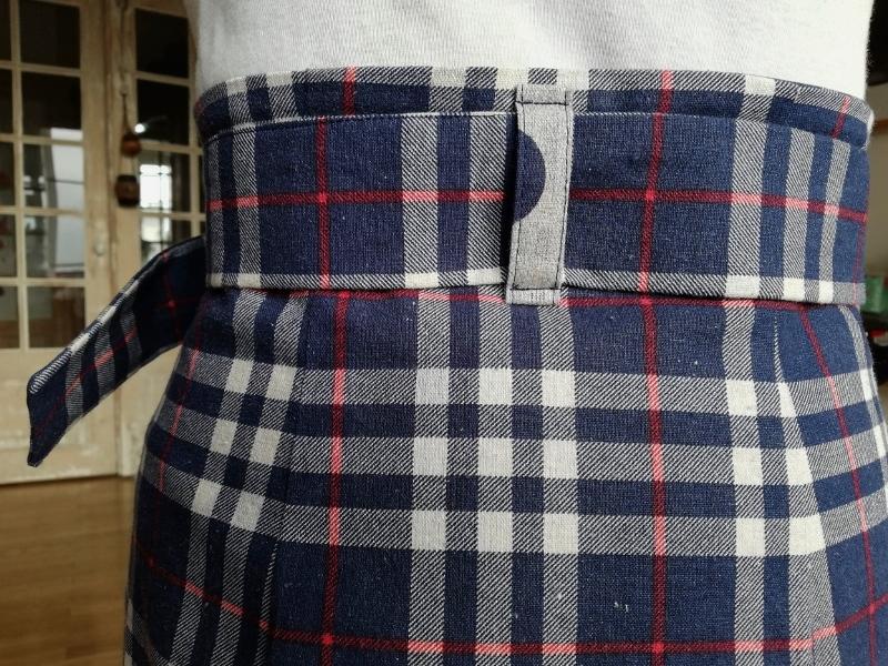 Dans le tissu Kokka écossais, j'ai choisi de faire le passant à pois.