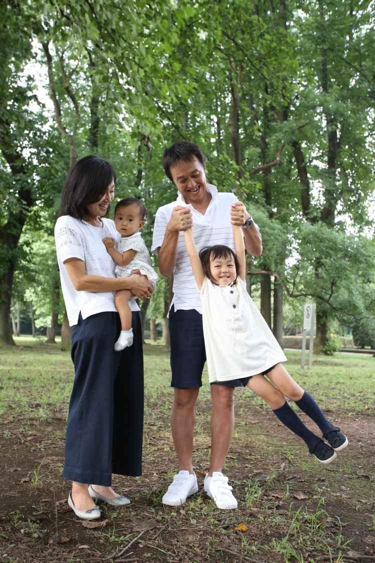 遊びながら家族写真