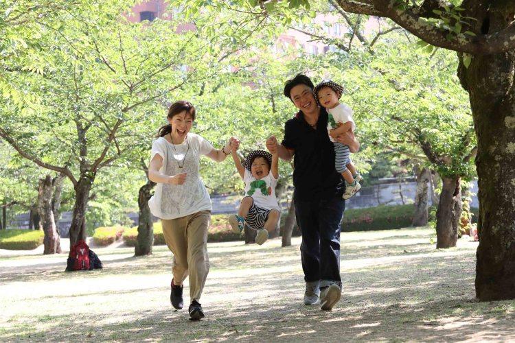 こむの木道後公園家族写真