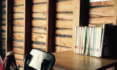 イリヤプラスカフェカスタム倉庫の家具はポートランドメイド