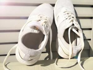 靴ヒモがほどけるのうざすぎる