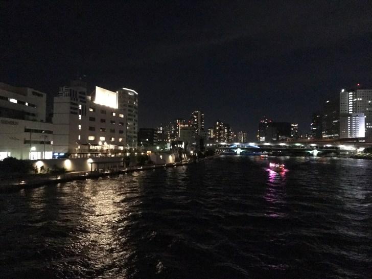 清洲橋から見た隅田川とホテル