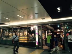 東京駅改札内地下一階ブランジェ浅野屋