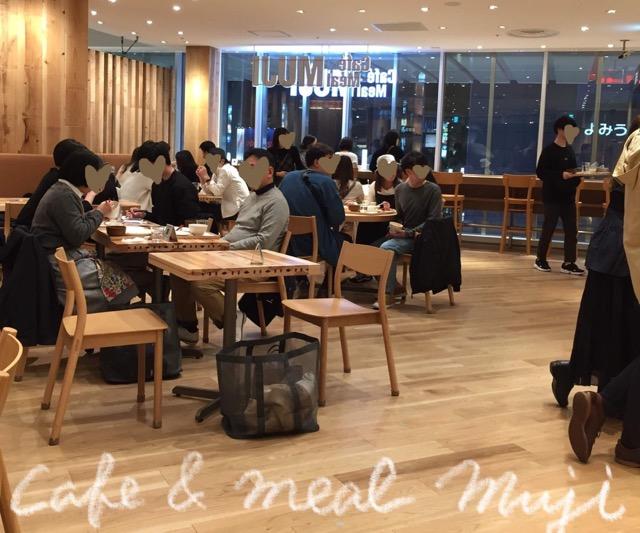 錦糸町パルコのCafe &Meal MUJIのテーブル席