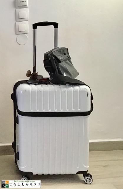 トップオープン型スーツケース白