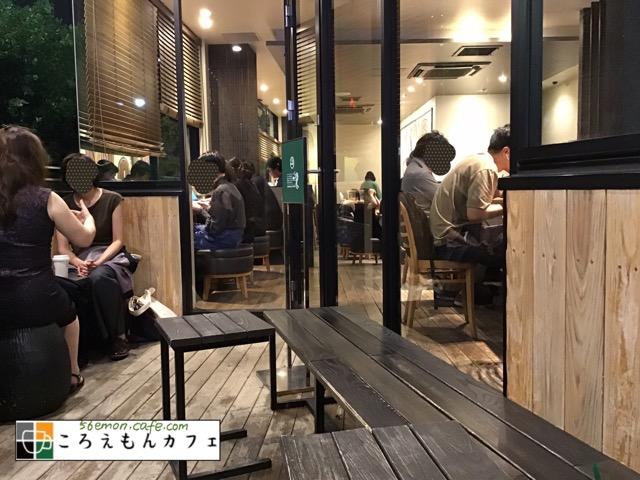 スターバックスコーヒー神楽坂下店テラス席