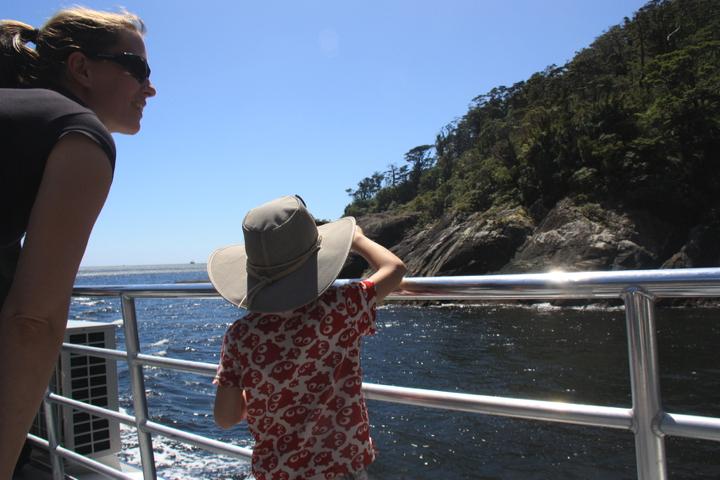 58GradNord - Elternzeit in Neuseeland - Milford Sound Mom & Son