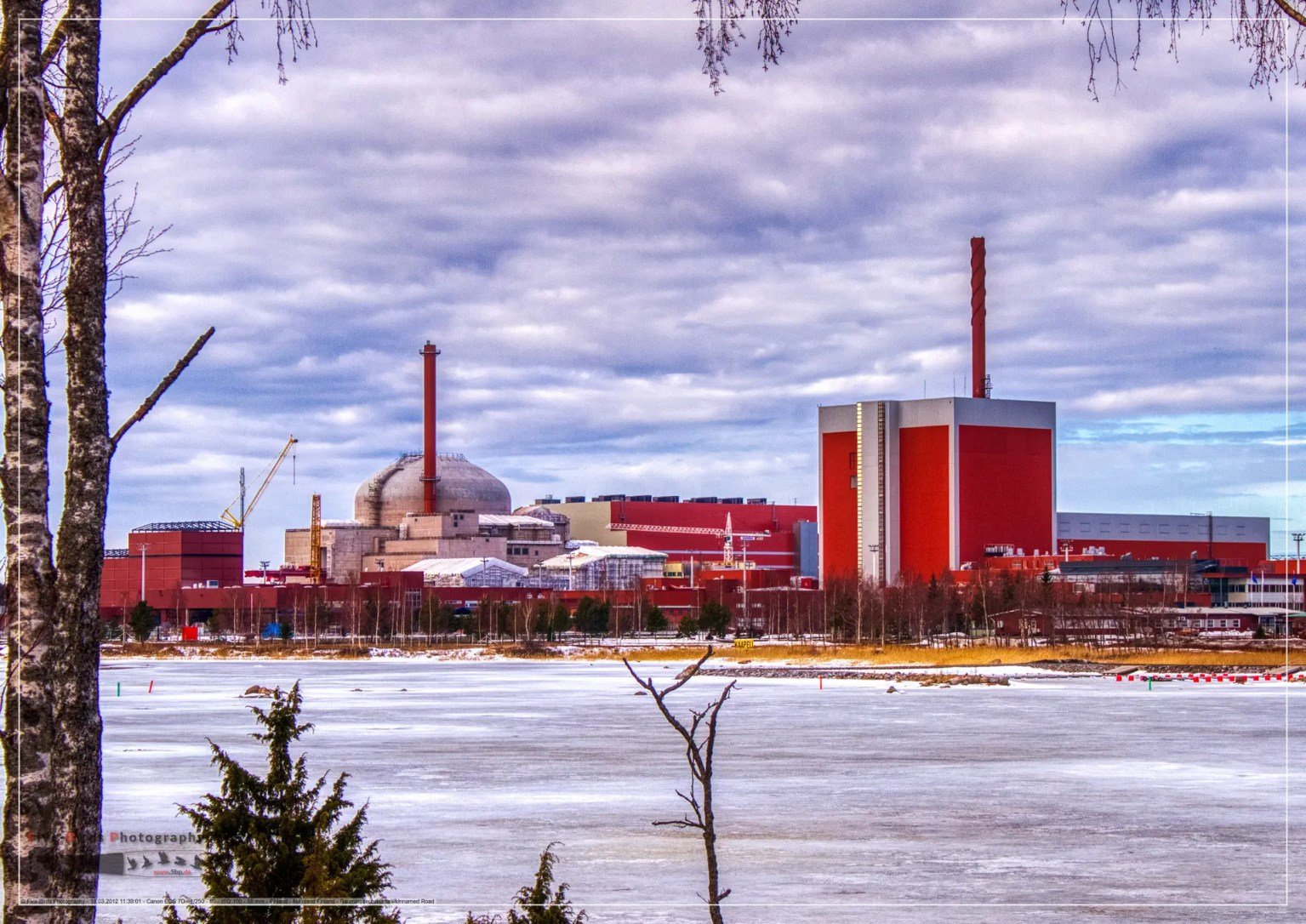 Image of the Finnish Olkiluoto 3 (left) and 1 (right) nuclear power plants