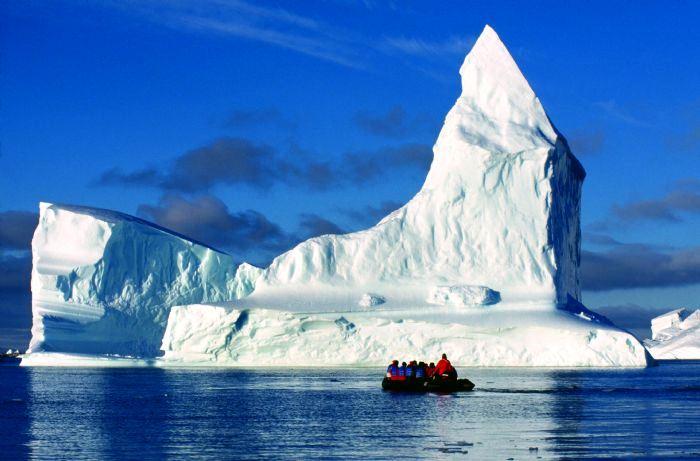 Защо всички искат парче от Антарктида?