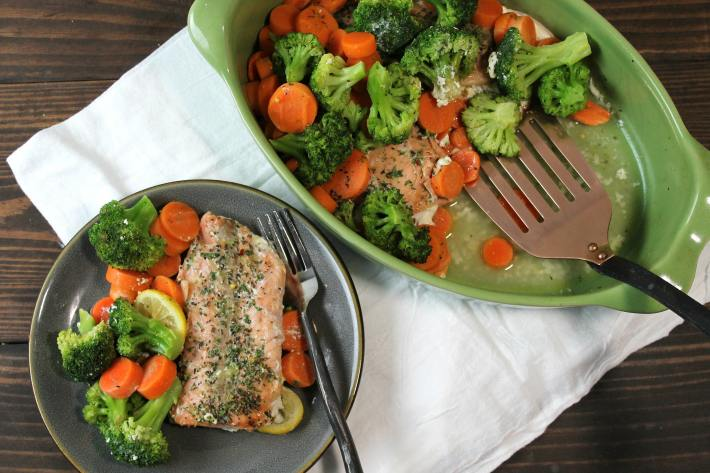 Easy one pan dinner | light and healthy salmon served with lemon slices, broccoli and carrot slices | Make ahead meals | Meal Prep| Meal Planning |5dinners1hour.com