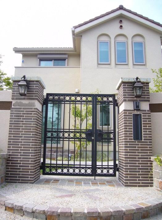 角柱とロートアルミの門柱