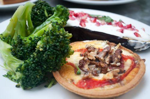 ピザとブロッコリー
