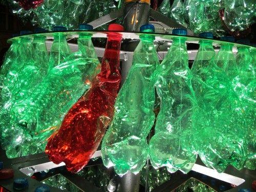 Un primo riutilizzo creativo è quello delle bottiglie di plastica, sia quella grandi che quelle piccole. L Albero Di Natale Con Le Bottiglie Di Plastica 5 Idee Con Il Riciclo Creativo 5 Minuti Per L Ambiente