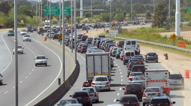 Roban a automovilistas en el atascamiento de la AU La Plata- Bs. As.