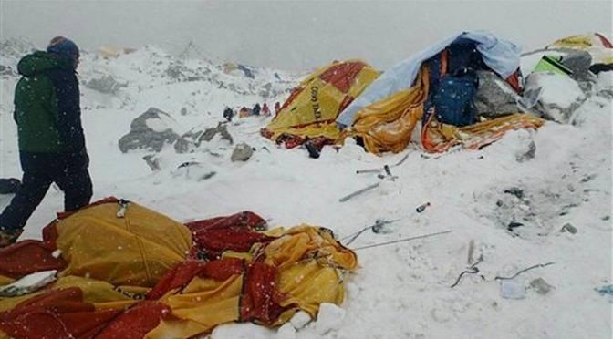 El terremoto en Nepal dejó 22 montañistas muertos y otros 60 heridos