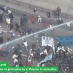Reprimen protesta de jubilados en el Puente Pueyrredón