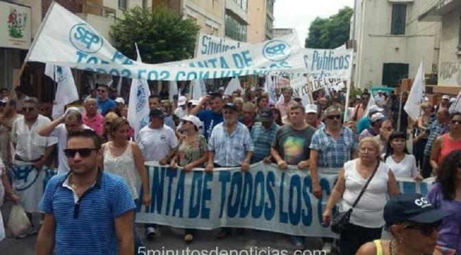CÓRDOBA: PROTESTA DE ESTATALES CON MOVILIZACIÓN