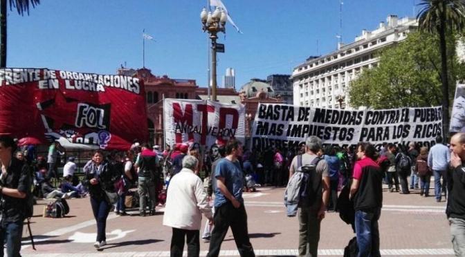 ORGANIZACIONES SOCIALES EN PROTESTA ACAMPAN EN LA PLAZA DE MAYO