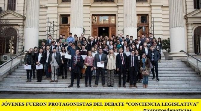 """JÓVENES FUERON PROTAGONISTAS DEL DEBATE """"CONCIENCIA LEGISLATIVA"""""""