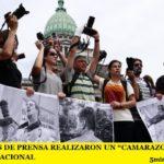 """LOS GREMIOS DE PRENSA REALIZARON UN """"CAMARAZO"""" FRENTE AL CONGRESO NACIONAL"""