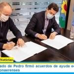 El ministro Wado de Pedro firmó acuerdos de ayuda económica con intendentes bonaerenses