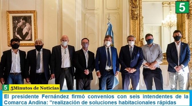 """El presidente Fernández firmó convenios con seis intendentes de la Comarca Andina: """"realización de soluciones habitacionales rápidas"""