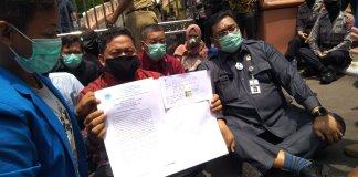 Mahasiswa Datangi Gedung DPRD Pati dan Berdemo Menolak UU Cipta Kerja