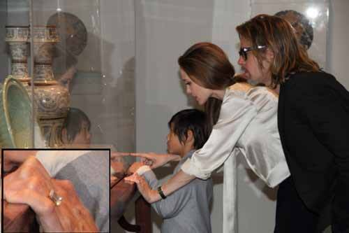 Angelina Jolie and Brad Pitt Engagement Ring