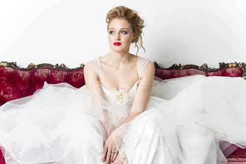 Emma Hunt - Chloe