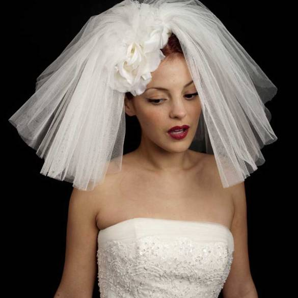 5 tips for finding your perfect wedding hat