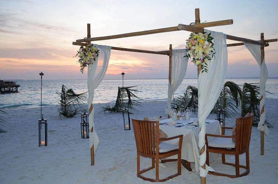 Getting Married at Mirihi