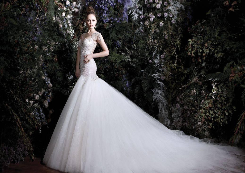 The dress needs to match the theme - go for it! Photo: Galia Lahav