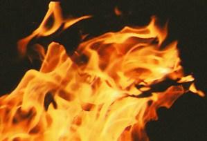 """http://www.flickr.com/photos/compasspoint/2115431356/ Feuer Brand Flammen CC BY  Copy & Paste für Bildnachweis: Bildnachweis: """"Afraid of a little forest fire?"""" von Staci L., CC BY - 5VIER"""
