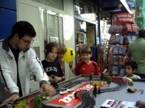 An der Carrerabahn hatten vor allem die Jungs ihren Spaß