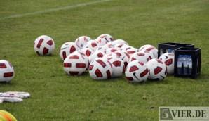 Regionalliga, Training Eintracht Trier, 17.09.2010, v.l.n.r. Trainingsbälle, Fotograf: Andreas Maldener - 5VIER