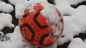 Training Eintracht Trier im Schnee, Moselstadion, Füllbild, Ball, Foto: Andreas Maldener - 5VIER
