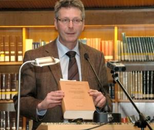 Mit den anschaulichen Erläuterungen von Prof. Dr. Michael Embach über die Digitalisierung historischer Handschriften endete die Vortragsreihe zum Jubiläum der Universität Trier. Foto: Uni Trier - 5VIER