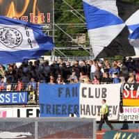 20110525 Pokal Eintracht Trier - TuS Koblenz, Fahnen Fans, Bitburger Rheinlandpokal, Foto: Anna Lena Bauer - 5VIER