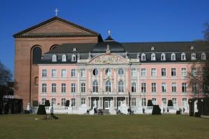Trier Palast Frühlingsbild