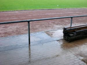 Das Aprilwetter hatte das Spiel fest in der Hand. (Foto: Stephen Weber)