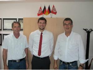 Torwart Sebastian Grub (Mitte) hielt in Völklingen einen Elfmeter. - 5VIER