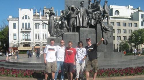 Unsere Reisegruppe vor dem Schewtschenko Denkmal