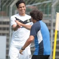 Chhunly Pagenburg und Sascha Purket freuen sich über den 2:1-Sieg beim SC Freiburg II. Foto: Peter Schmitt - 5VIER