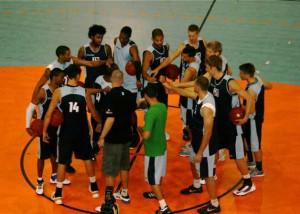 Erste Trainingseinheit: Teamgeist beschwören. Foto: Jan Kowalski