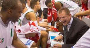 Muss die Mannschaft richtig einstellen - sonst wirds nichts mit dem Heimsieg: Headcoach Henrik Rödl. Foto: Thewalt