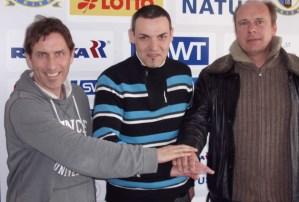 U17-Coach Raphael Laghnej (Mitte) erwartet ein enges Finale gegen Mayen. - 5VIER